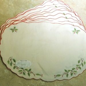 TEN 10 Christmas Holly Linen Embroidered Place Mat